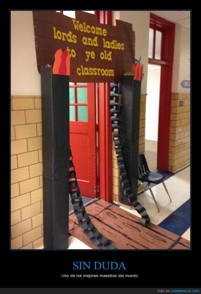 castillo,entrada,maestros,primaria,puente,puerta levadiza,salón de clase