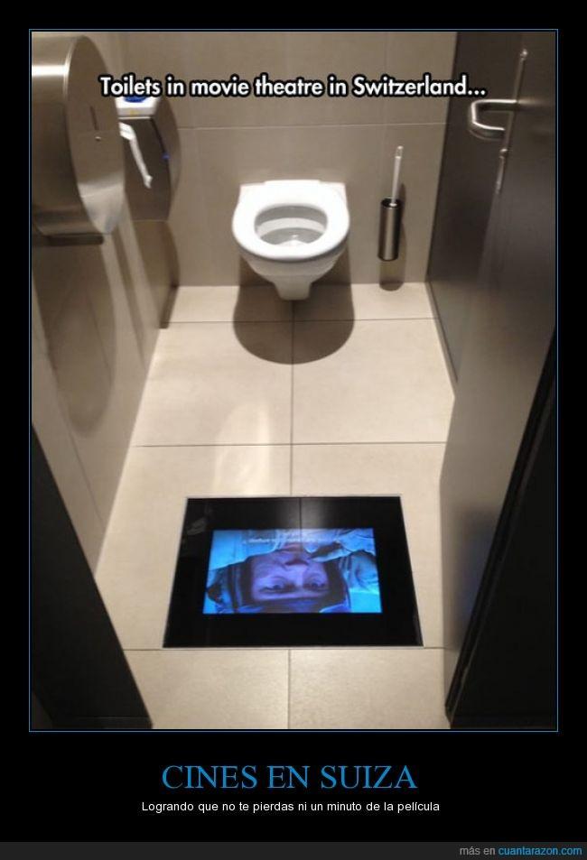 baño,cine,comodidad,continuar,lavabo,mirando,pantalla,pantalla en el baño,pelicula,retrete,SUIZA