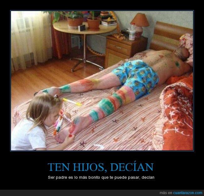 artista,dormir,hija,padre,pierna,pintar,retulador,siesta