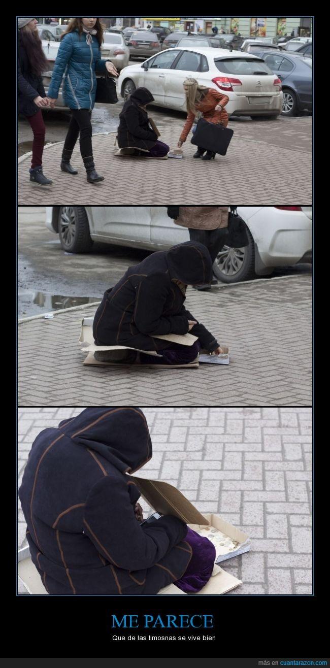 homeless,limosnas,mentira,movil,pedir,pobre,sin techo,smartphone,tiene mejor movil que yo :(