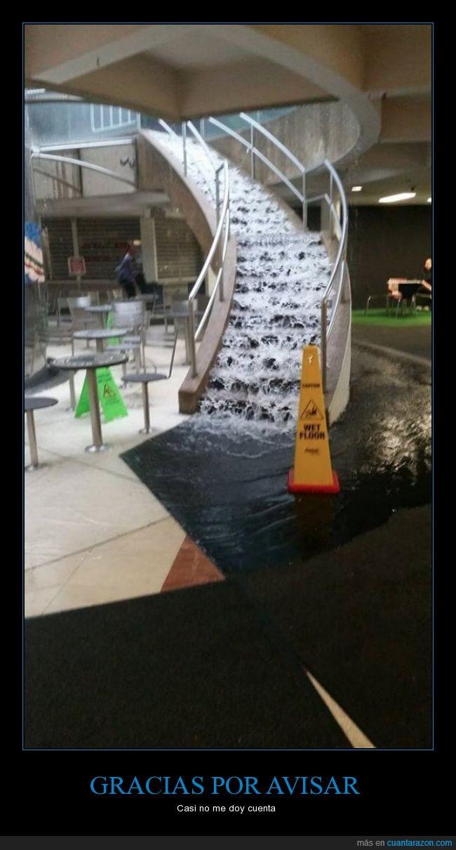 agua,aviso,bajar,cartel,escaleras,inundacion,mojado,suelo,wet floor