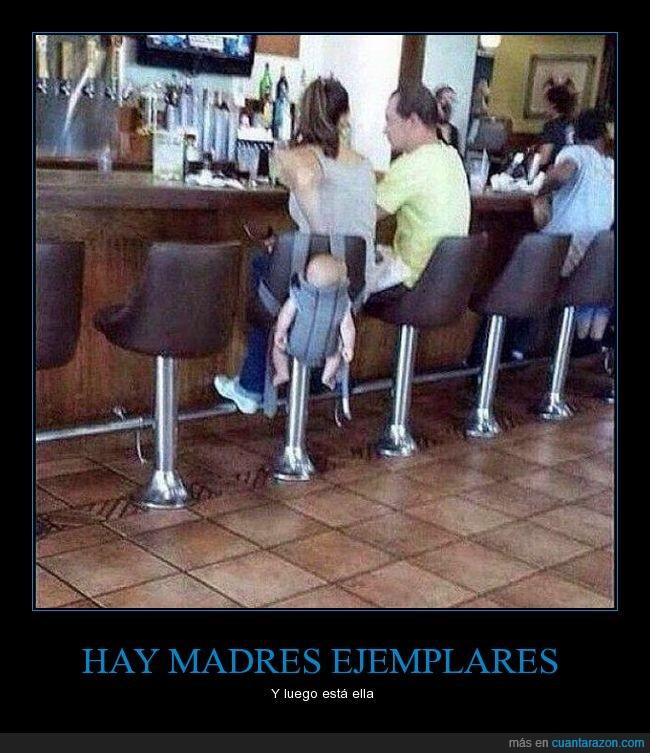 bar,beber,bolso,colgar,hijo,madres,mochila,silla