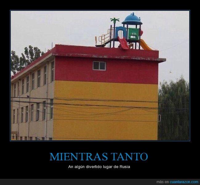 caer,castillo,niño,parque,peligro,tejado,terraza,tobogan