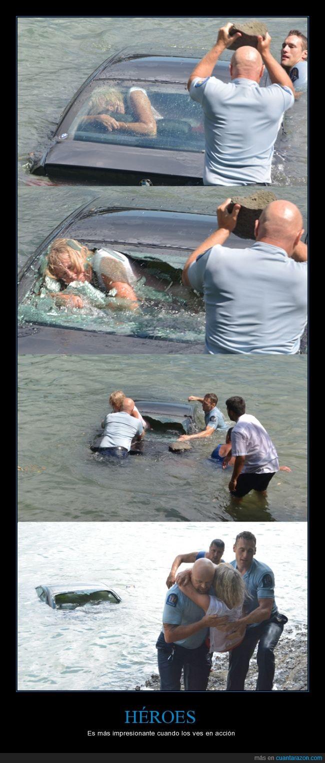 accion,afortunada,coche,heroes,mujer,piedra,policia,rescate,sacar,salvar,segunda oportunidad