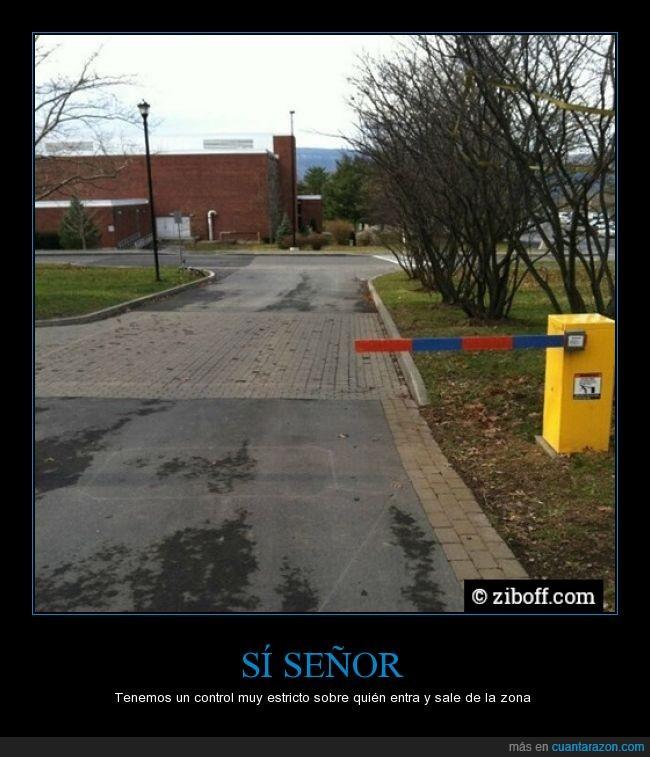 barrera,control,estricto,inutil,pasar,puerta,señor,servil,torno,utilidad