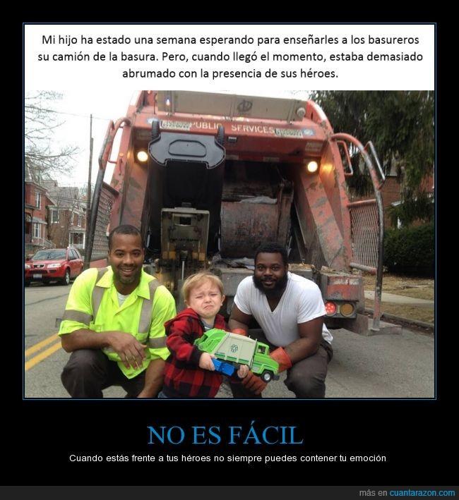 basura,basurero,camion,cara,emocion,enseñar,foto,heroe,hijo,llorar