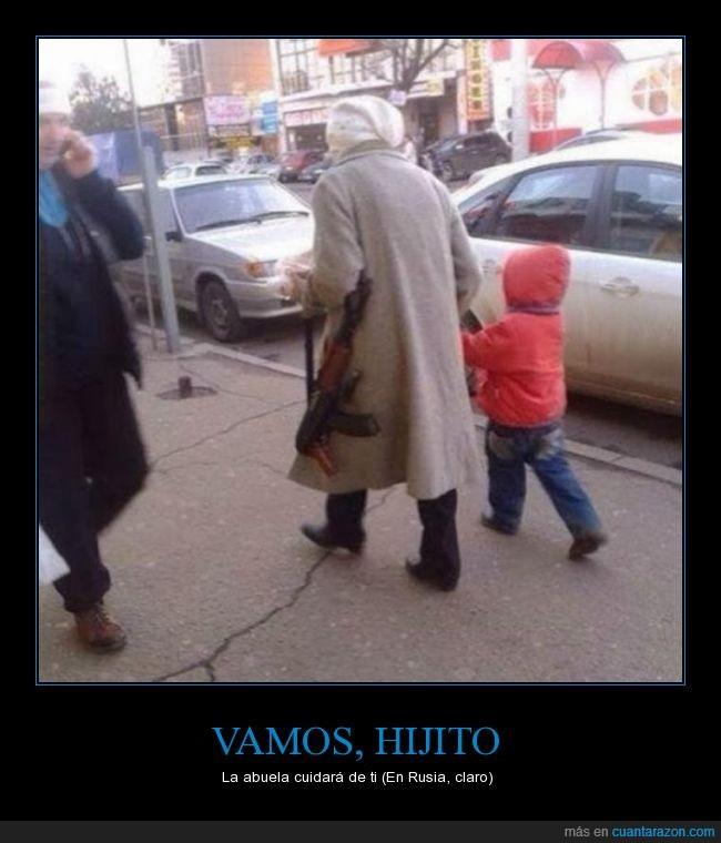 abuela,ak47,cuidar,exageración,nieto,niño,Rusia