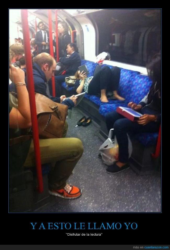 acostarse,asientos,falta de respeto,leer,metro,molesta,molestar,quitar,subterráneo,tumbada,zapato