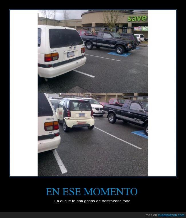 aparcamiento,coche,hueco,parece que esta libre,parking,parquing,pequeño,smart,vacio