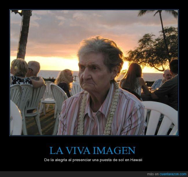 abuela,aburrida,cabreo,enfadada,enfado,Hawaii,puesta de sol,restaurante