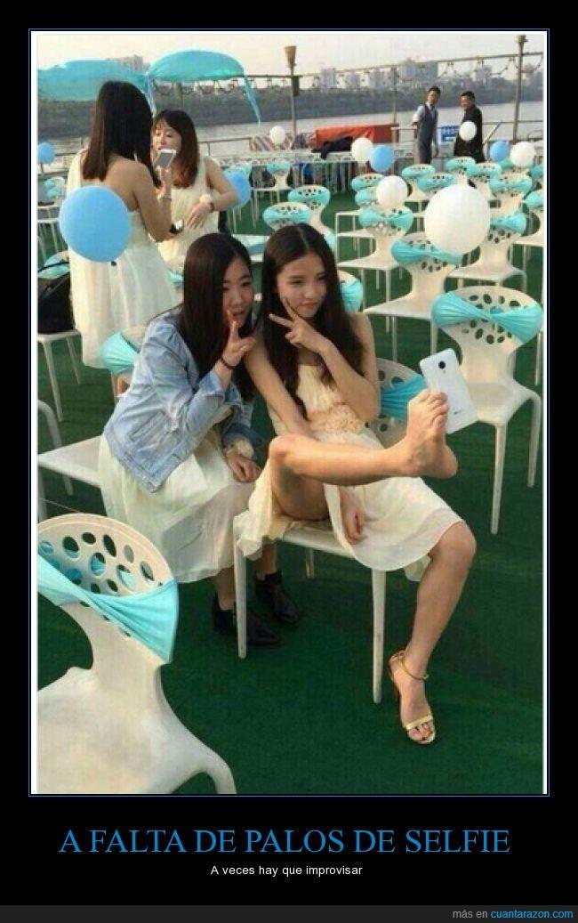 asiatica,boda,chica,china,fiesta,japonesa,movil,palo,pie,pierna,posición,selfie,stick