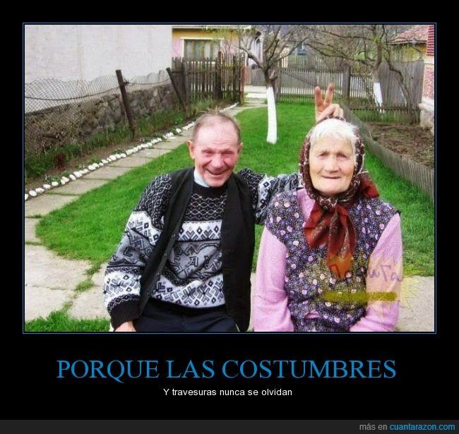amor,anciana,anciano,broma,conejo,feliz,foto,orejas,pareja,señor,señora,travesura,vieja,viejo