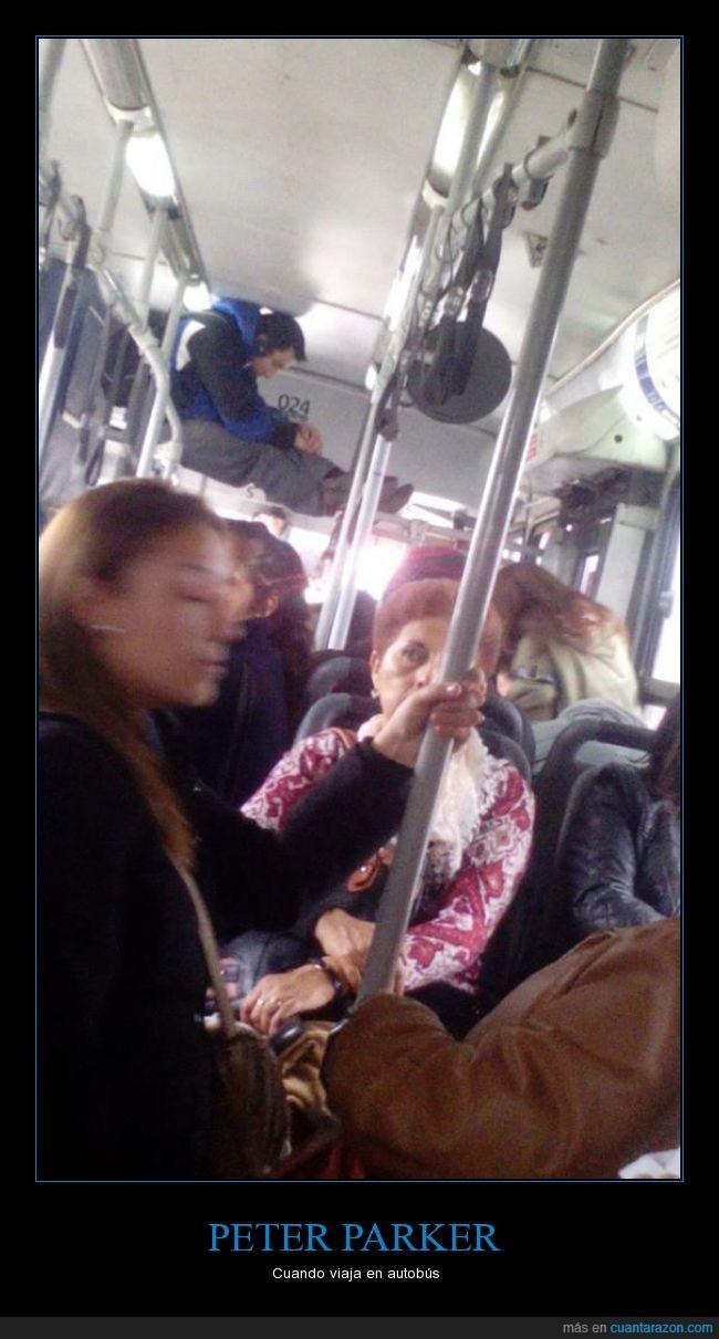 agilidad,arriba,autobús,pasajero,pasamanos,Peter Parker,Spiderman,subir,transporte