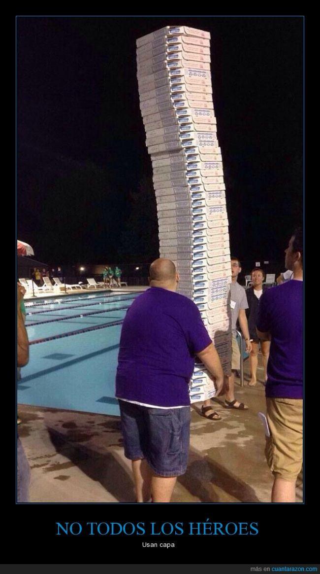 caja,comida,fiesta,heroe,llevar,pedidos,Piscina,pizza,pizzero,repartidos,reunión,salvador