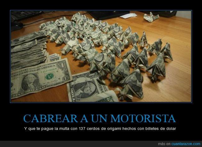 137,billete,cerdo,doblar,dolar,moto,motorista,multa,origami,pagar,pago,papiroflexia,policia