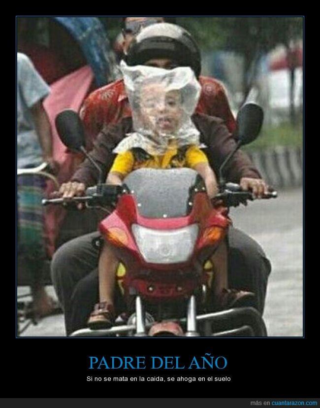 asfixia,bebe,bolsa,casco,hijo,irresponsable,moto,niño,padre,plastico