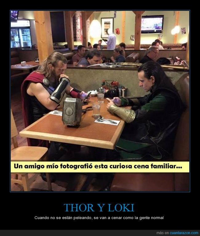 cena,cosplayers,Dioses,enemigos,épico,hermanos,Loki,pausa para tomar algo,Thor