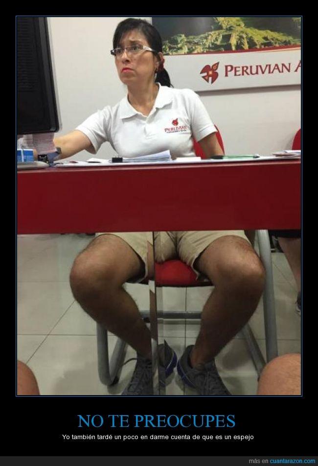 agencia,agente,escritorio,espejo,hombre,mujer,Perú,peruvian,piernas,viajes