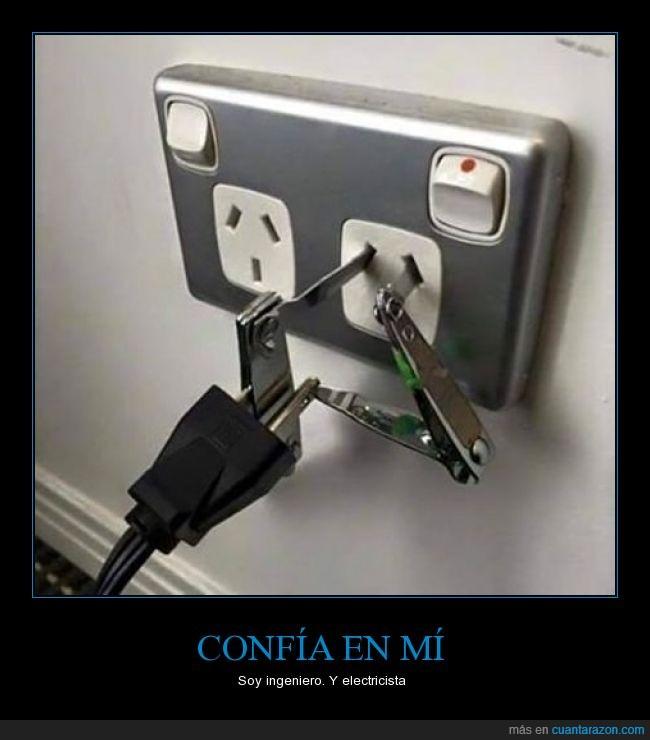 adaptador,confiar,cortauñas,electricidad,electricista,enchufe,ingeniero,metal,peligro