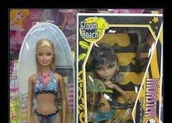 Enlace a Cuidado porque Barbie parece una foca a su lado...