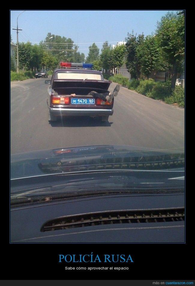 espacio,ilegal,llevar,maletero,POLICIA,RUSA,rusos,transportar