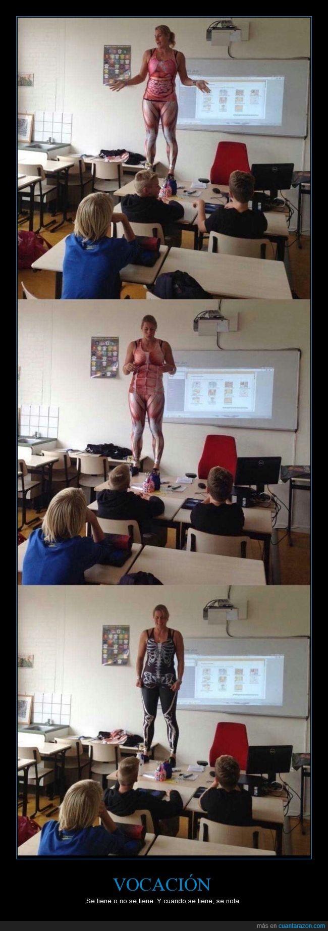 alumnos,Anatomía,aula,blackmilk,clase,cuerpo,enseñar,huesos,leotardos,maestra,pupitres