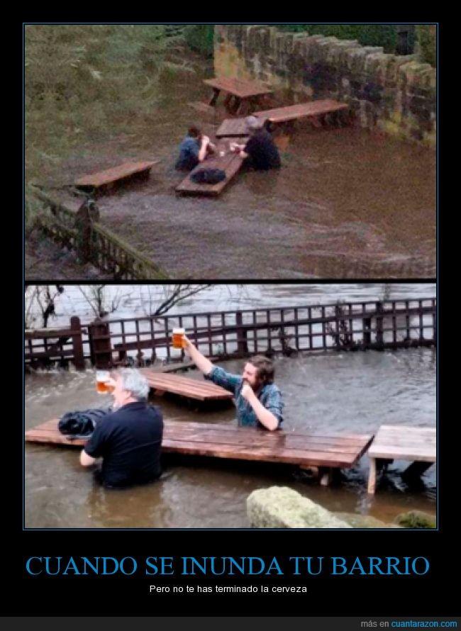 agua,barrio,cerveza,hombres,inundado