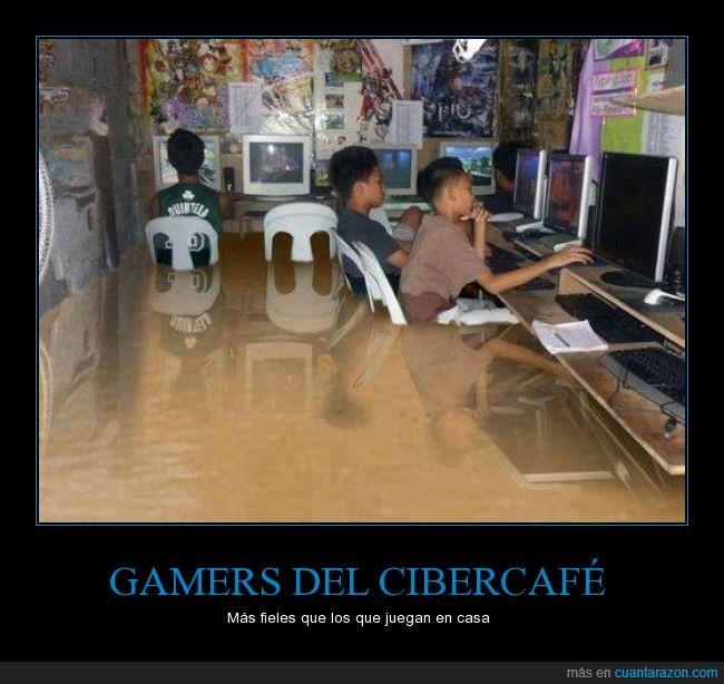 agua,chispazo letal,ciber,cibercafé,gamer,Inundación,inundado,jugar,lluvia,minuto