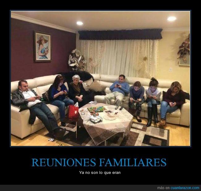 abuela,familia,movil,reunión,señora,sofá,telefono,todos,yaya