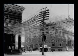 Enlace a Así eran las intersecciones telefónicas en el 1911... LO-CU-RA
