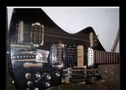 Enlace a Los apaños MÁS CUTRES que jamás verás en guitarras