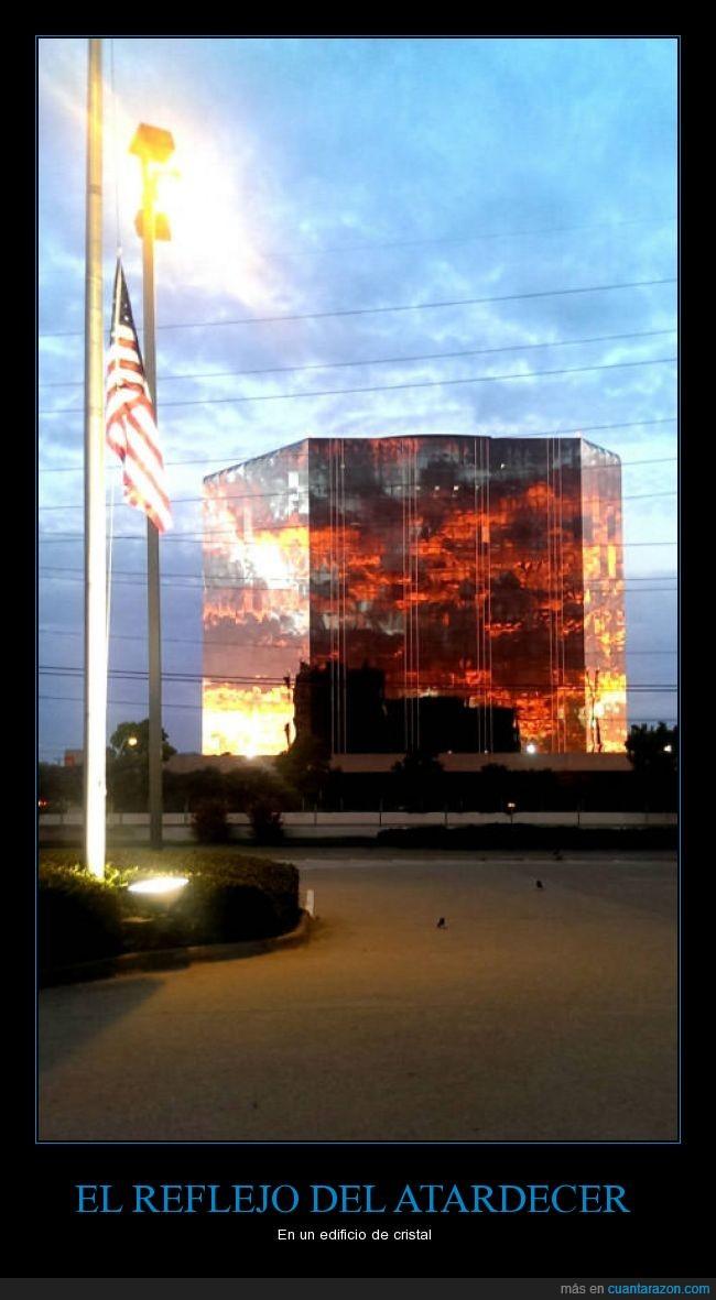 atardecer,color,cristal,edificio,espejo,fuego,llamas,reflejo