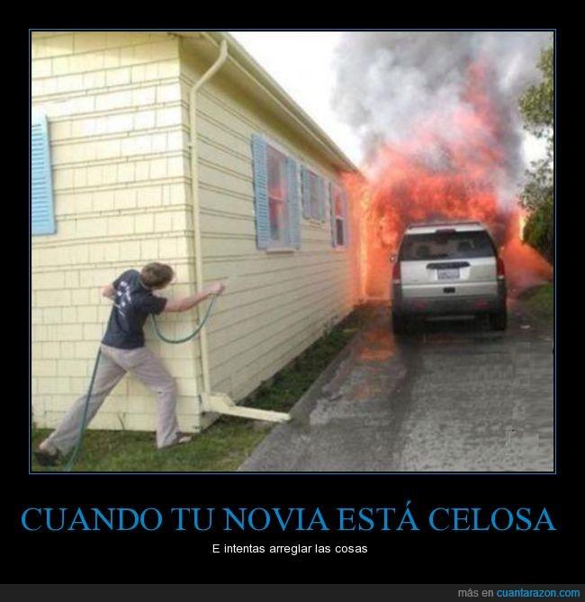 apagar,celosa,coche,fuego,incendio,intentar,inutil,manguera,miedo,novia