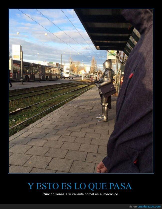 armadura,caballero,caballo,corcel,disfraz,mecánico,medieval,metro,soldado,tranvia,tren