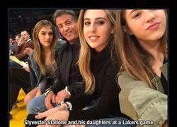 Enlace a Atención a las hijas de Stallone... ¡Por suerte no han salido a padre!