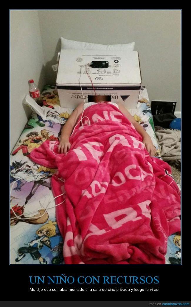 caja,cama,cine,hijo,mirar,movil,niña,niño,privada,sala,teléfono