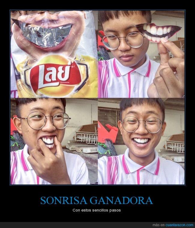 asiatico,boca,bolsa,chico,dientes,falso,lays,patatas,sabritas,Sonrisa