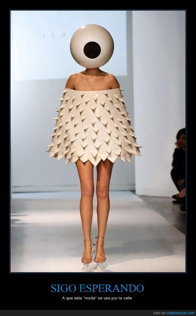 horrible,lampara,moda,monstruo,no creo que se use,ojo,por qué,vestido