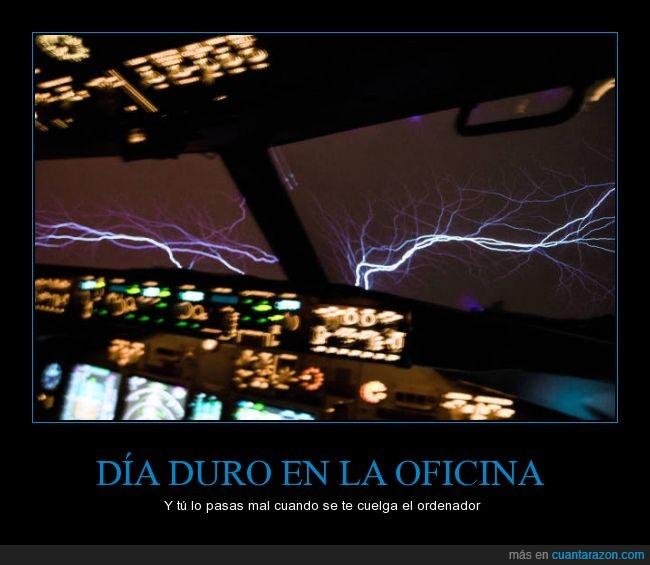 avion,cabina,día,malo,miedo,oficina,pasajeros,piloto,rayo,relampago