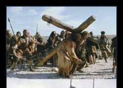 Enlace a Jesús subía la cruz. Los de luego también querían jugar...