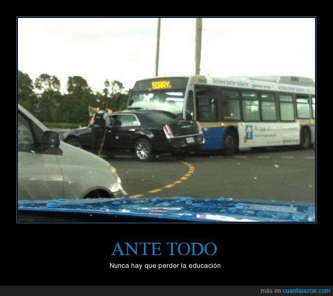 accidente,atropellar,autobus,lo siento,policía,sorry