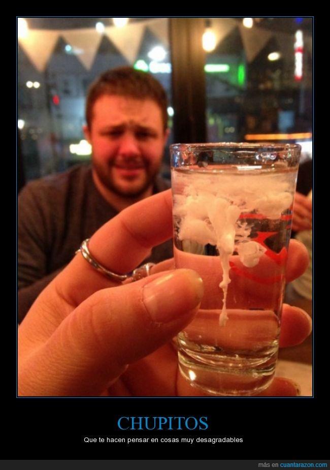 chupito,la cara del amigo de detrás no me inspira confianza para beberlo,vaya tela