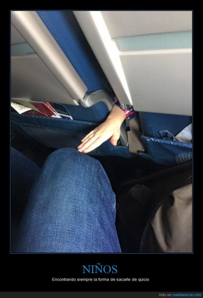 avión,niño,padres,Regla #1: nunca toques la rodilla a un extraño