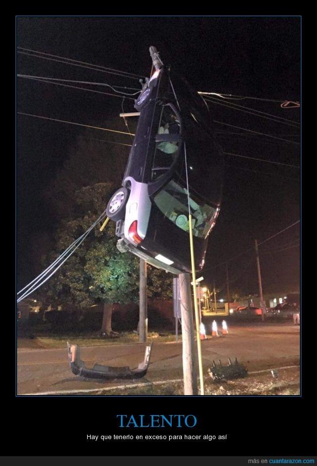 cables,calle,coche,estupidez,mujer,raro,si os fijais bien la mujer sigue ahi,talento,wtf