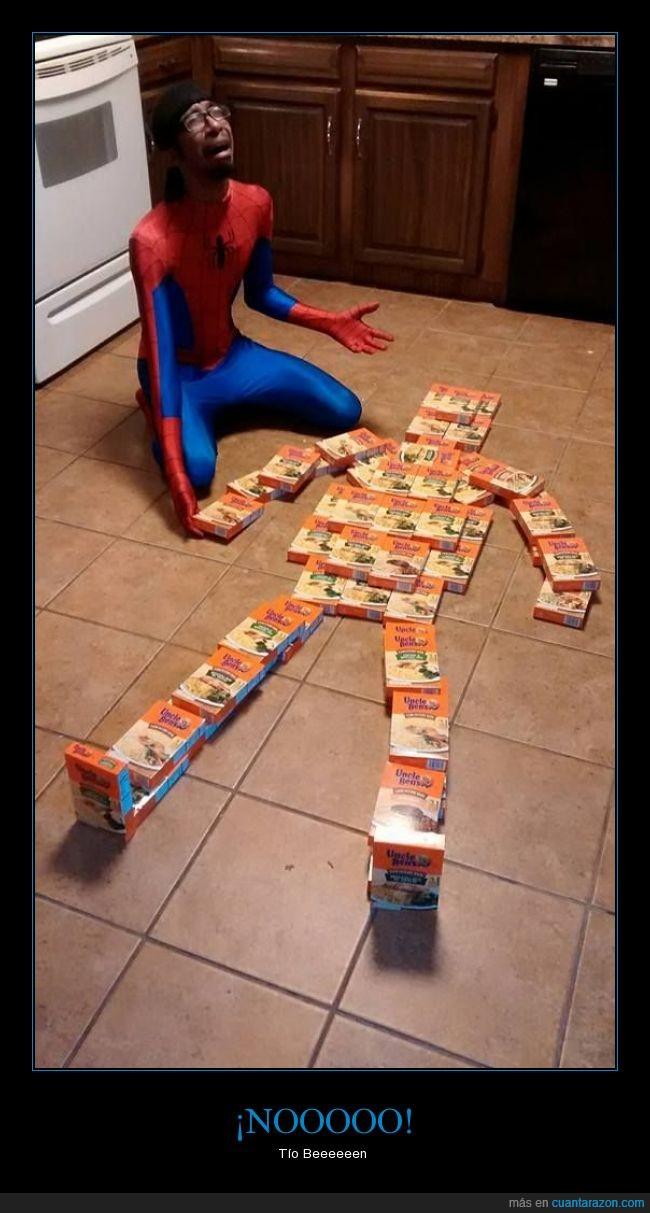 caja,disfraz,humor,muerto,spiderman,tío Ben