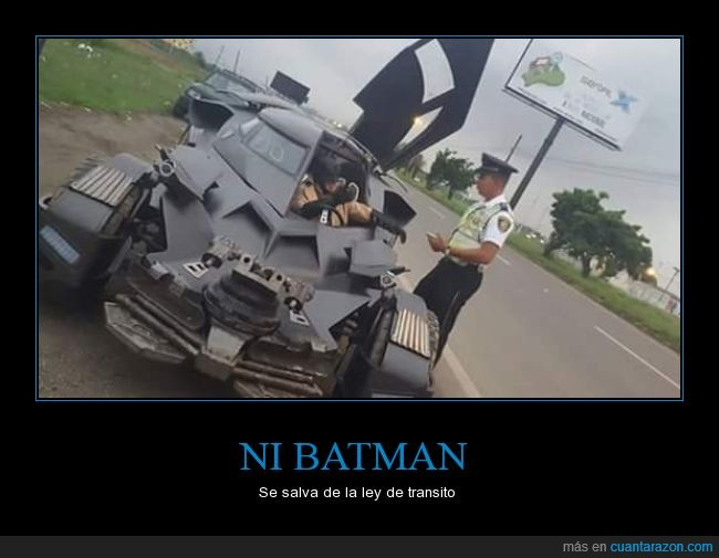 Batman,batmovil,coche,Ecuador,multa,transito