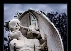 Enlace a Si vas al Cementerio del Poble Nou...
