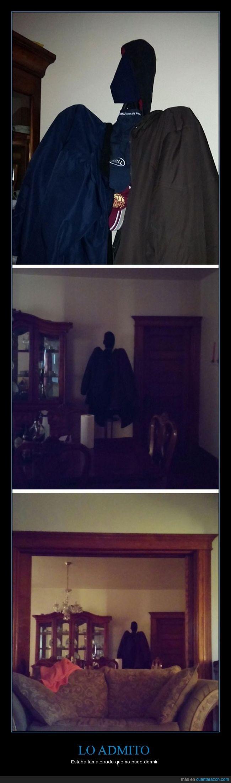 abrigos,chaquetas,demonio,figura,miedo,oscuro,percheros,terror