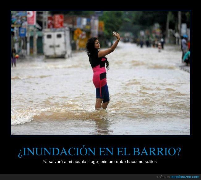 abuela,agua,chica,foto,inundación,selfie