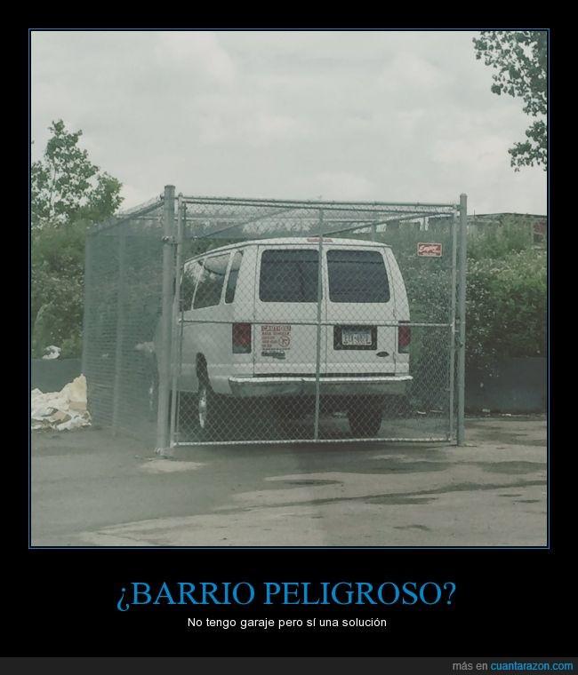barrio,camioneta,furgoneta,garaje,parking,peligroso,proteger,reja,verja